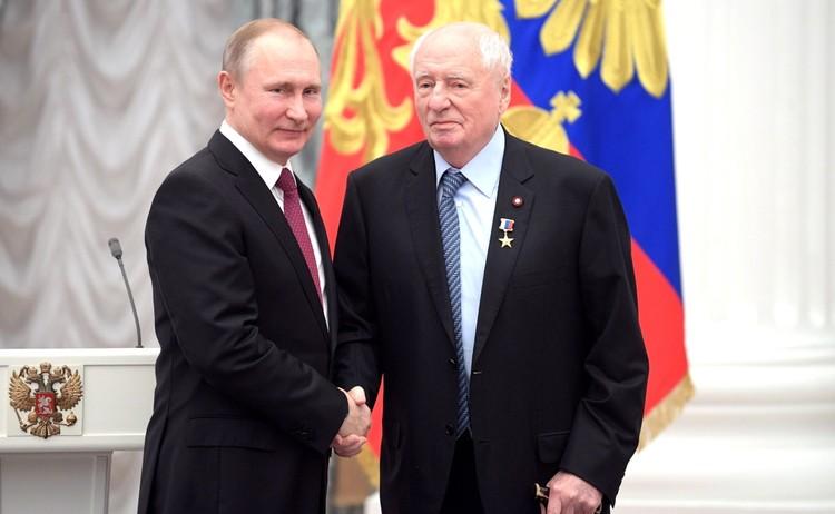 В 2018 году Марку Захарову было присвоено звание Героя Труда. Фото: kremlin.ru