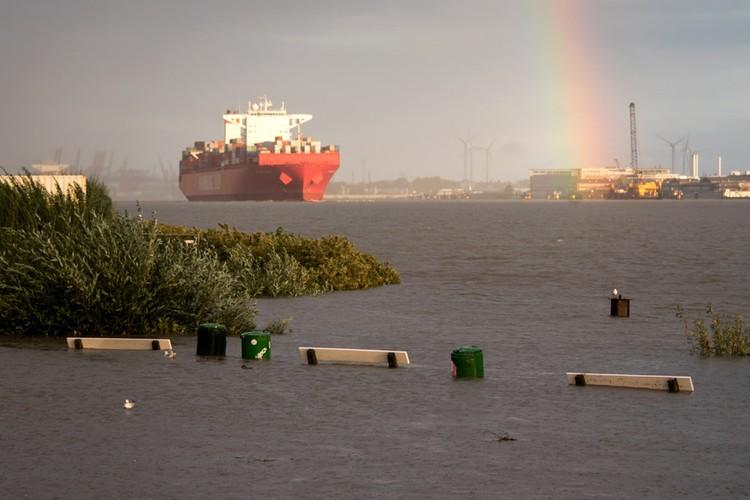 """Затопленные """"Мортимером"""" районы портового Гамбурга."""