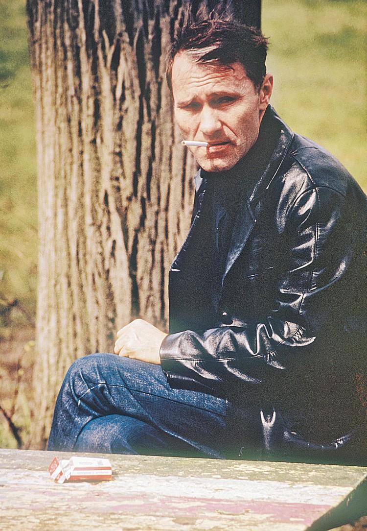 Василий Макарович очень много курил. Фото: Анатолий КОВТУН/TASS
