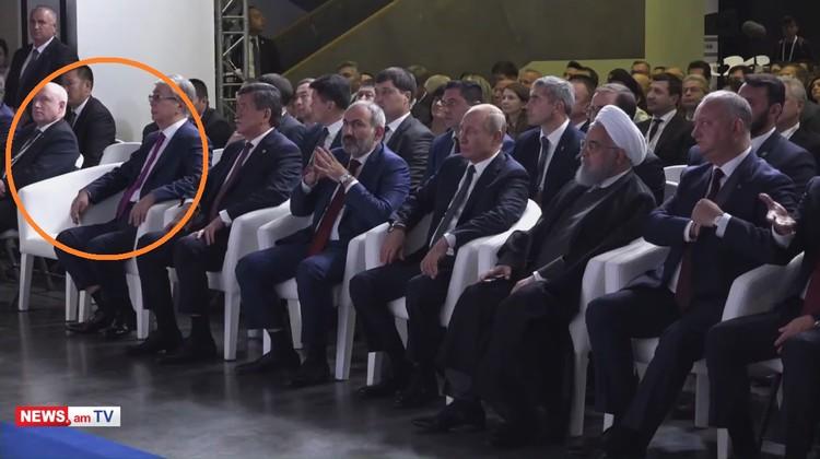 Корреспонденты «Комсомолки» не увидели на концеренции Александра Лукашенко – место в первом ряду, где сидели все приглашенные в Ереван главы государств, пустовало. Кадр портала news.am.