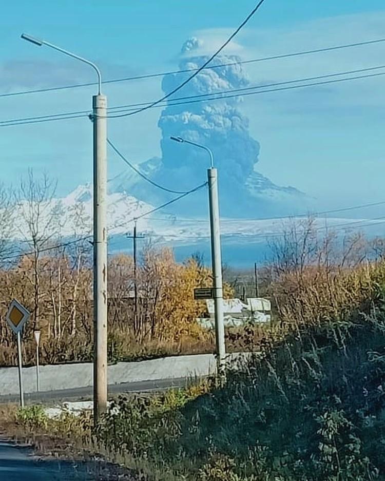Извержение угрожает низколетящим самолетам. Фото: ustkam.reporter