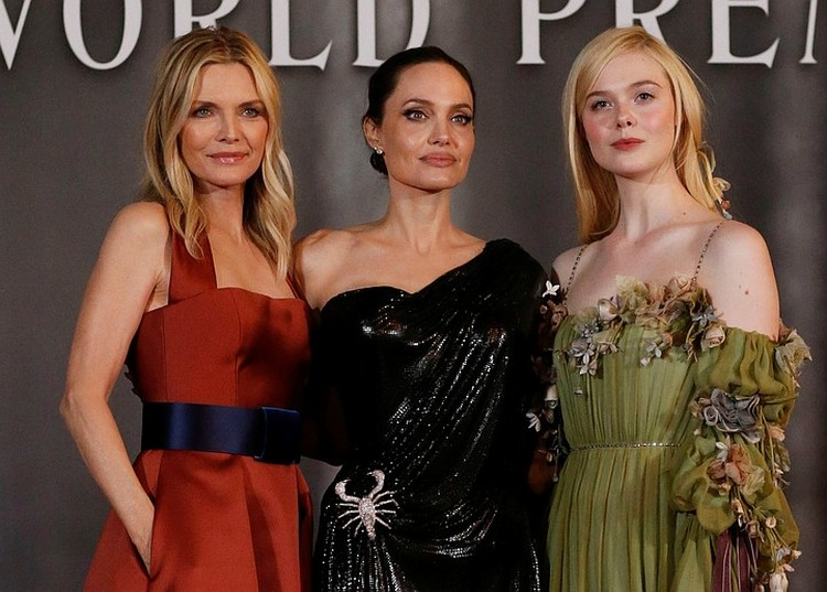 В фильме снова снялись Анджелина Джоли и Эль Фэннинг. К их дуэту присоединилась Мишель Пфайффер.