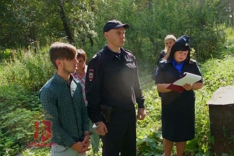 Выносил, что придется. Фото: топ-кадр видео ГУ МВД России по Красноярскому краю.
