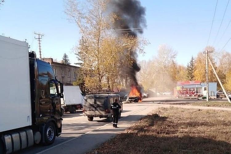Во время потасовки сожгли иномарку. Фото: соцсети.