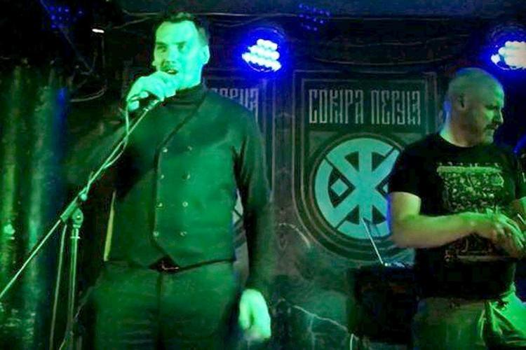 Премьер-министр Украины Алексей Гончарук заглянул на концерт нацистов.