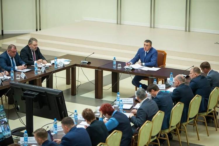 Губернатор Валерий Лимаренко поручил сделать процедуру распределения квартир максимальной прозрачной. Фото предоставлено пресс-службой правительства Сахалинской области.