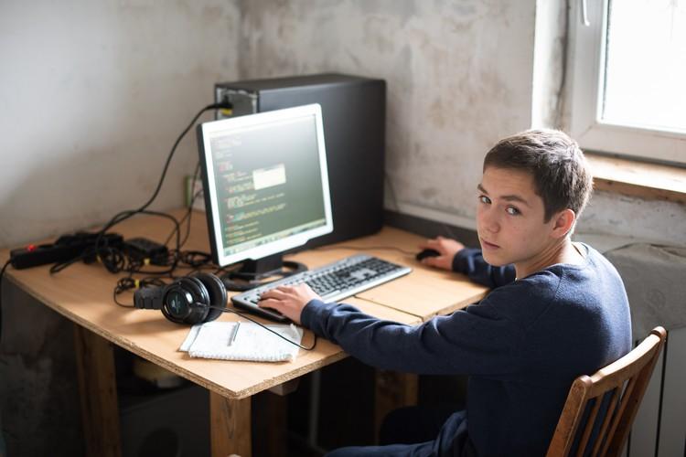 Степан летом написал компьютерную игру