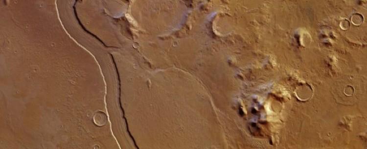 Русло марсианской реки, обнаруженное в 2013 году.