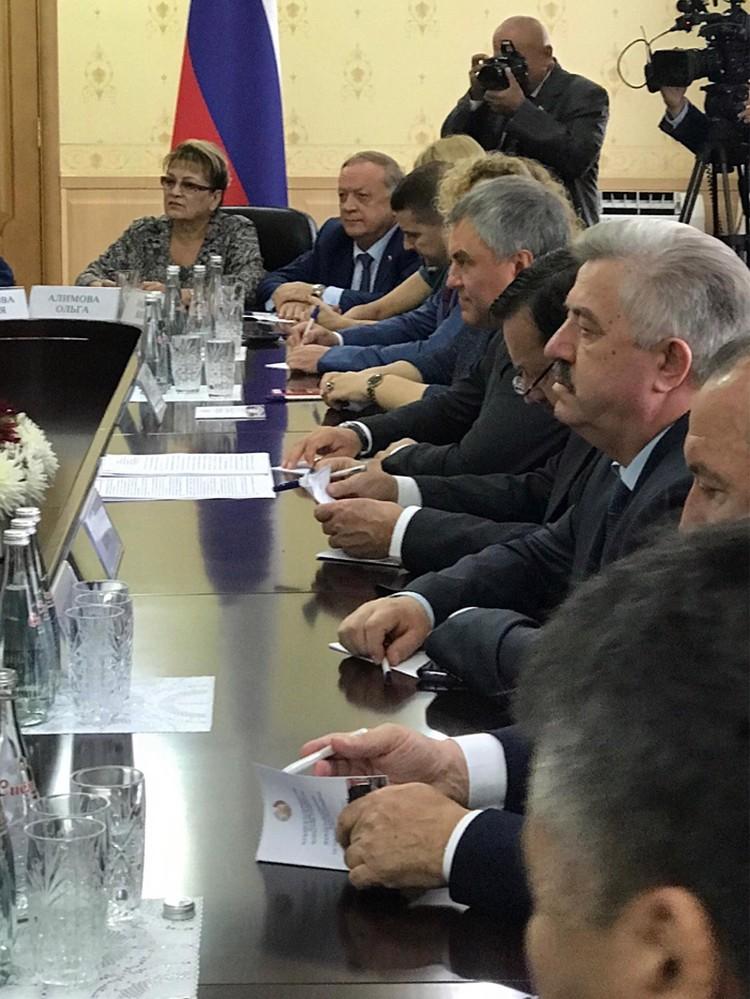 Таджикская сторона отметила, что между нашими странами начиная с 1992 года подписано 240 международных соглашений