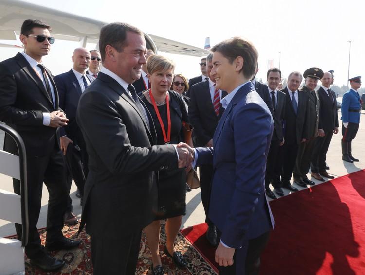 Визит Медведева приурочен к 75-ой годовщине освобождения Белграда от фашистов.