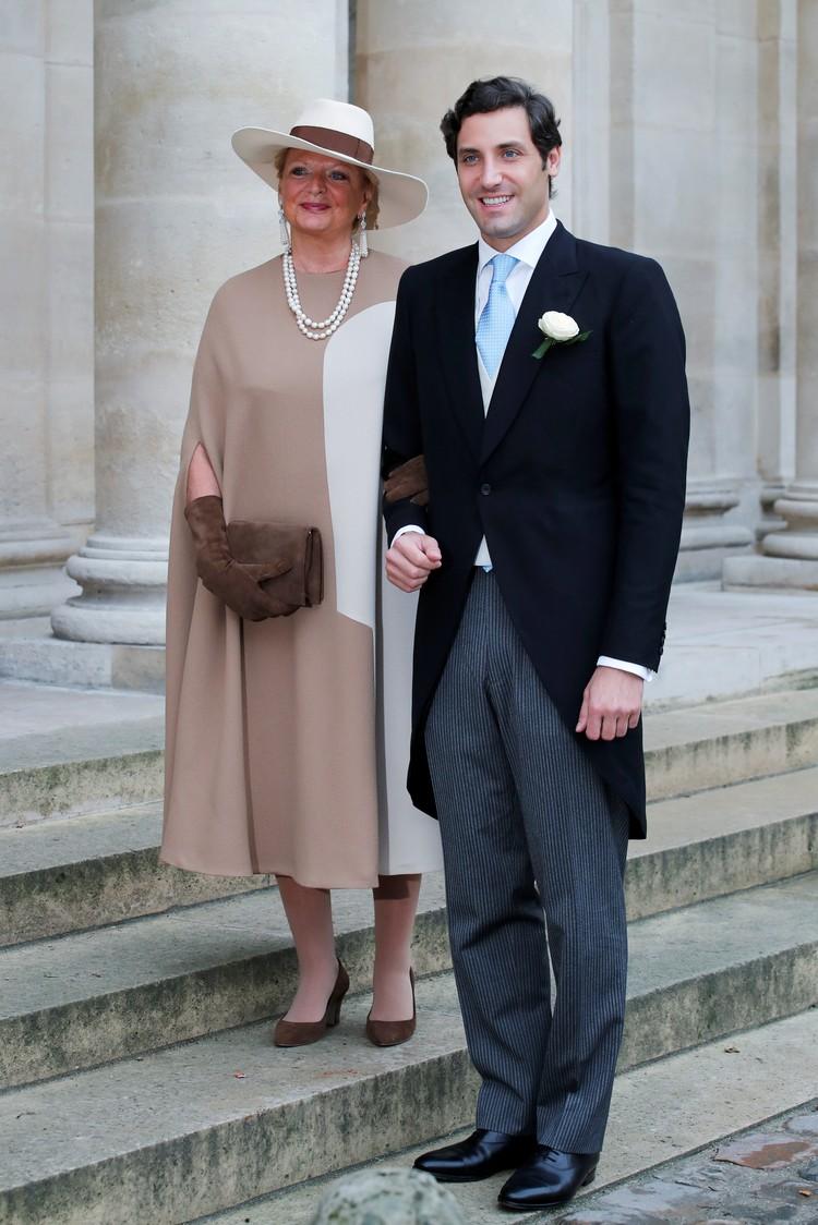 потомок Наполеона вошел в собор в сопровождении своей матери принцессы Беатрис де Бурбон Сицилиес