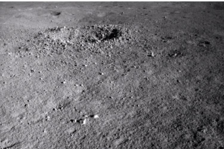 Тот самый кратер с чем-то таинственным внутри.