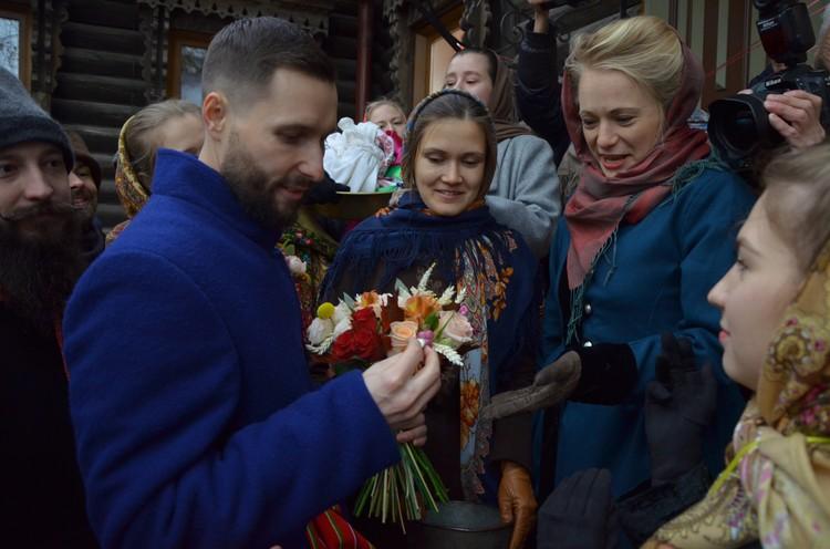 Костюмы пришлось заказывать, а кольца Павел изготовил сам. Фото: Дмитрий Давыдов