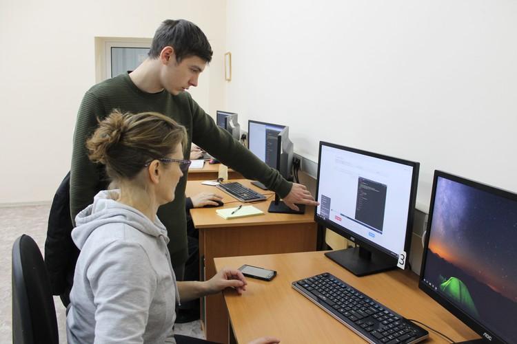 Преподаватели на курсах стараются объяснять все максимально доступно и в случае затруднений приходят на помощь.