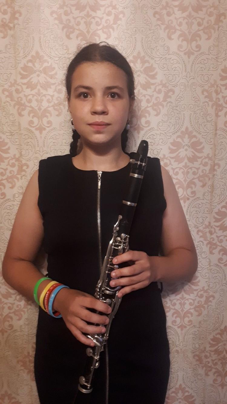 Лиза училась игре на кларнете и подавала большие надежды как музыкант.