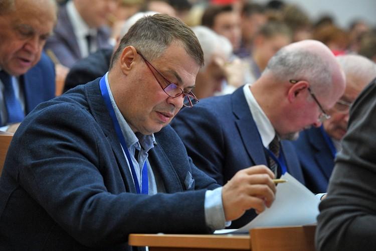 Телеведущий Иван Затевахин в аудитории МГУ.