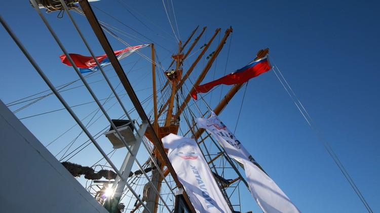 Перед отправкой в путешествие отремонтированы все мачты и паруса