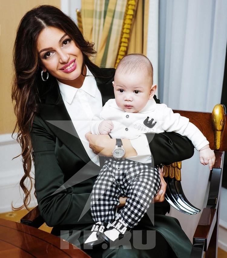 Все, кто видел маленького Леона, отмечают: мальчик очень похож на своего отца - Фариса Мухаммада V