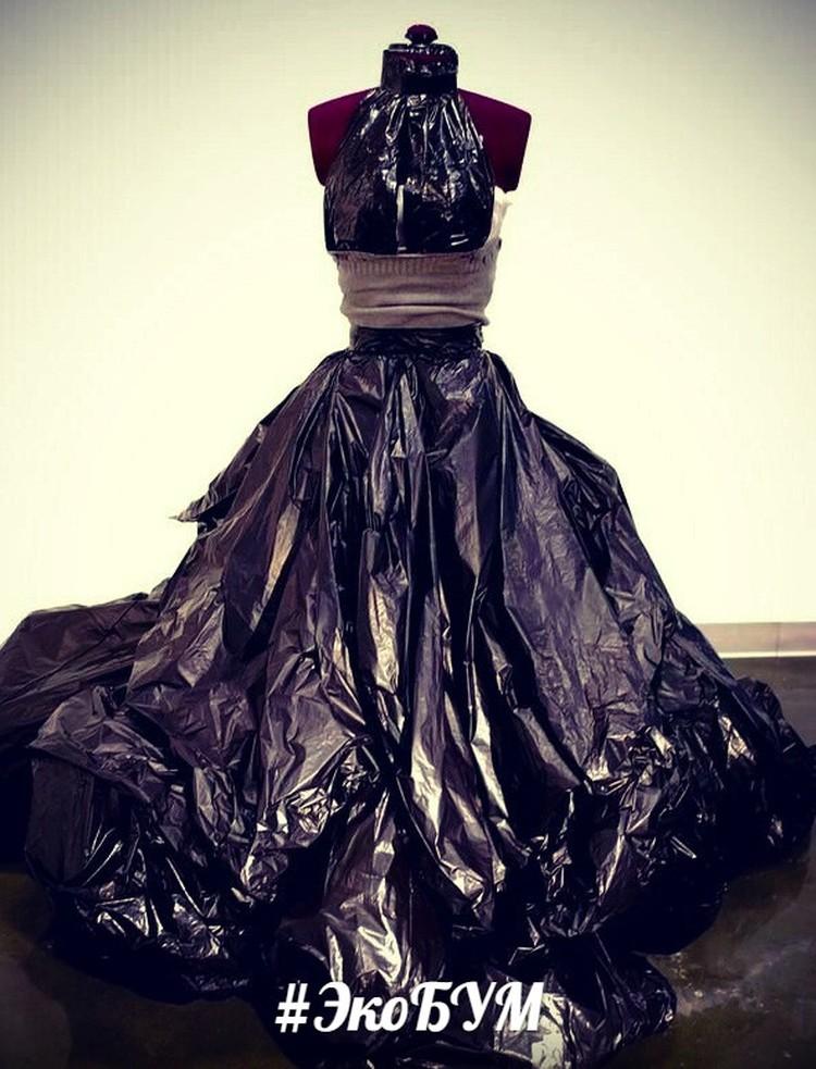 МусорнПакет: Вечернее платье из мусорных пакетов? Запросто! Фото: vk.com/eco_bum