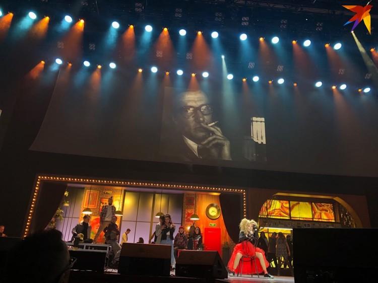 Пугачева сменила три наряда за концерт. Фото Н. Бределев