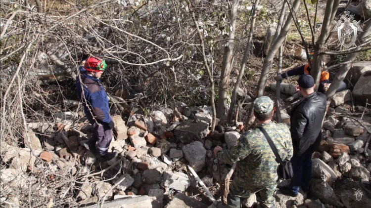 Тело было под грудой строительного мусора. Фото: СК России
