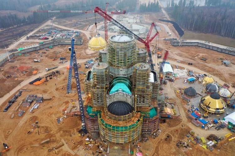На Главный храм Вооруженных Сил России подняли купол