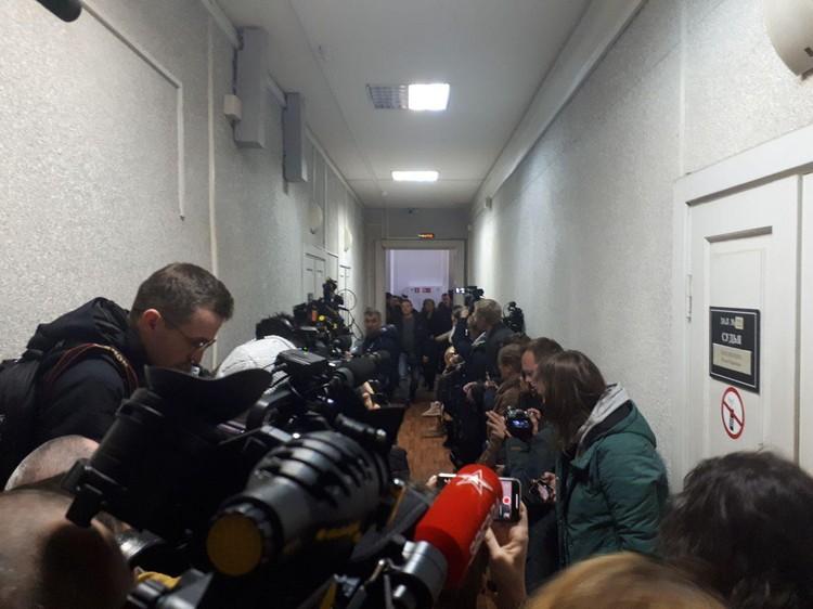Суд ломился от наплыва журналистов