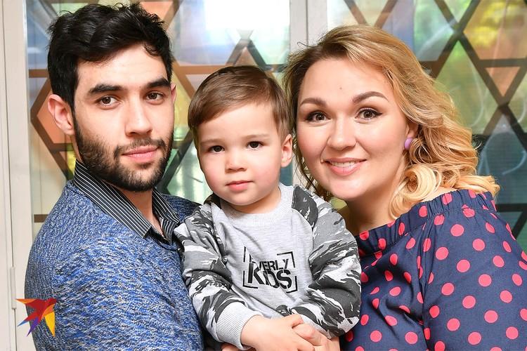 Надежда Ангарская с сыном и мужем, 2017 год.