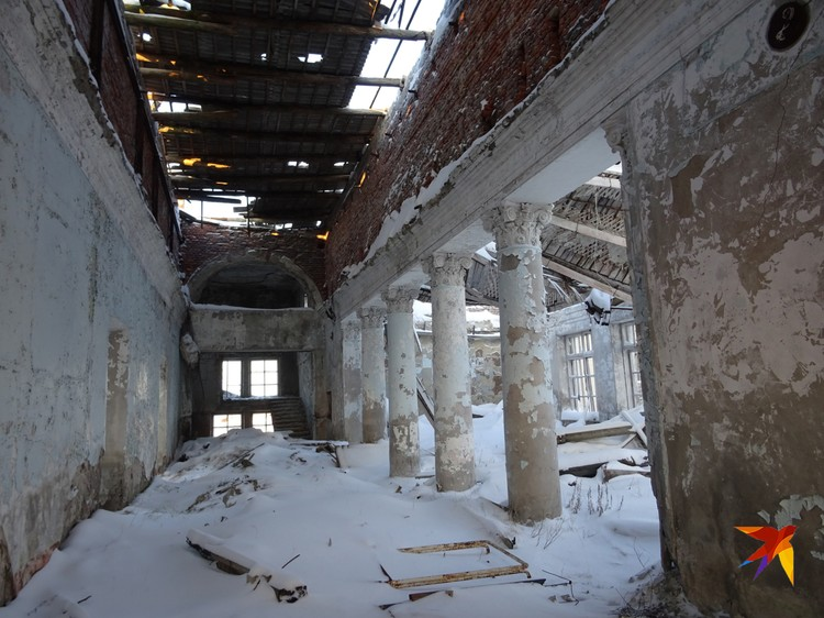 Бывший Дворец культуры брошенного поселка Промышленный