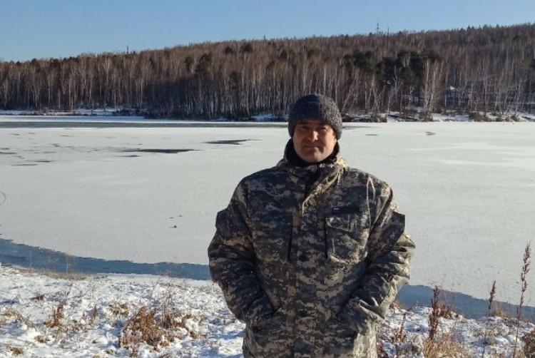 Илья говорит, что спустя 20 минут, на неокрепший лед пришли очередные рыбаки, которых он предупредил об опасности. Фото: Илья Минченок.