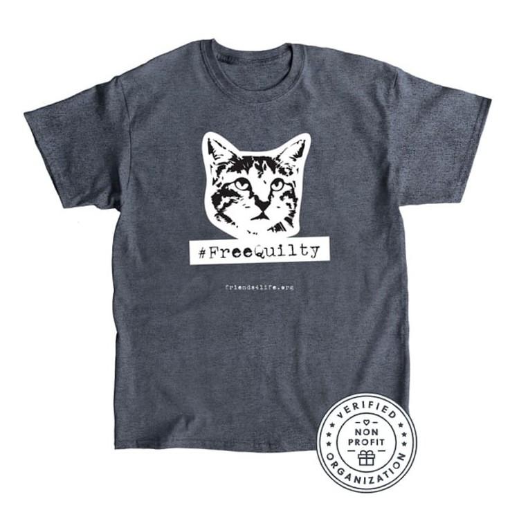 Такие футболки выпустили в поддержку коту