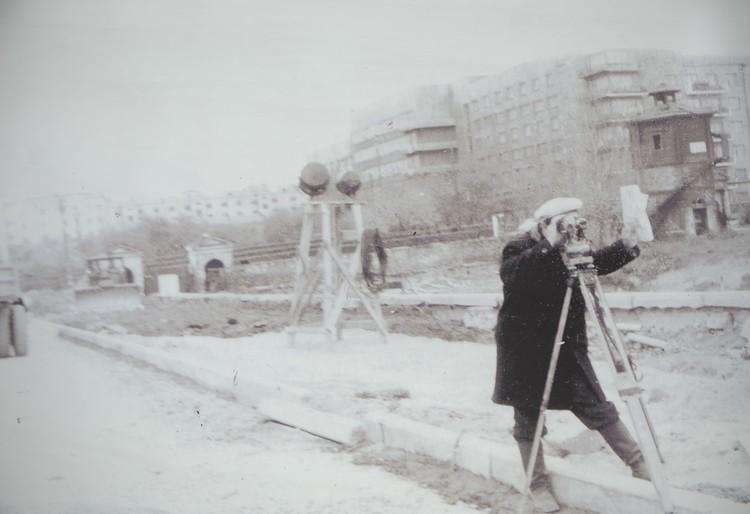 В начале 60-х завод вокруг Водонапорной башни начали разрушать. Фото: Музей истории Екатеринбурга