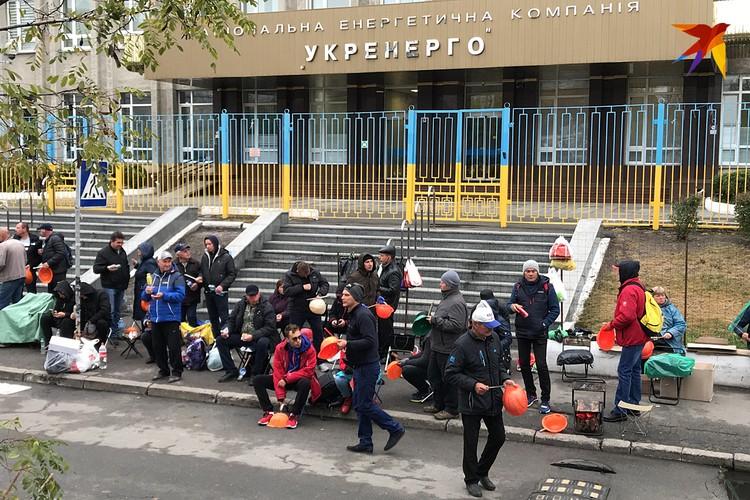 На Украине сейчас формируют активное гражданское общество. Правда, в итоге получается по-старому