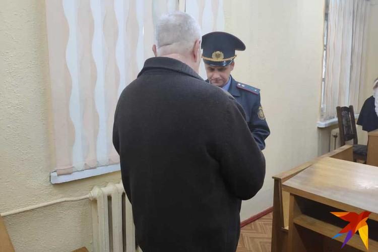 Бурский, который был под домашним арестом, был заключен под стражу после оглашения приговора.