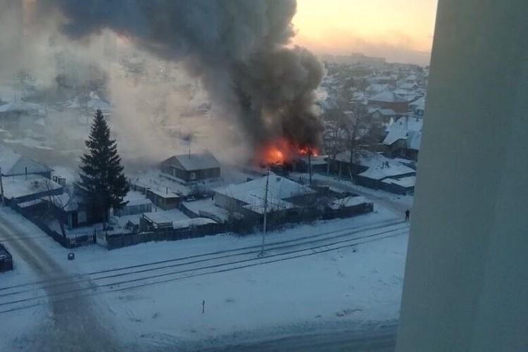 Огонь охватил весь дом.