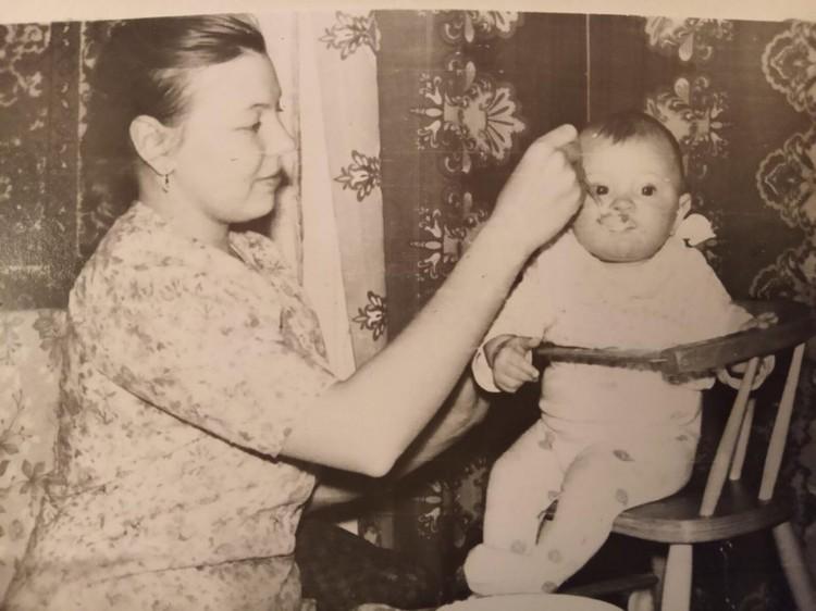 Когда-то мама подарила Сереже жизнь, а теперь - он ей. Фото: краевая клиническая больница Красноярска.