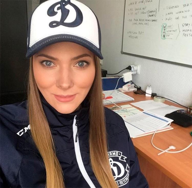 Красавица Дарина отвечает за физическую подготовку игроков в клубе «Динамо». Фото: ХК «Динамо»