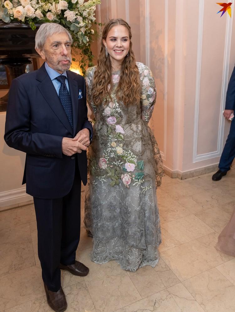 Композитор Эдуард Артемьев с внучкой-дебютанткой Екатериной.