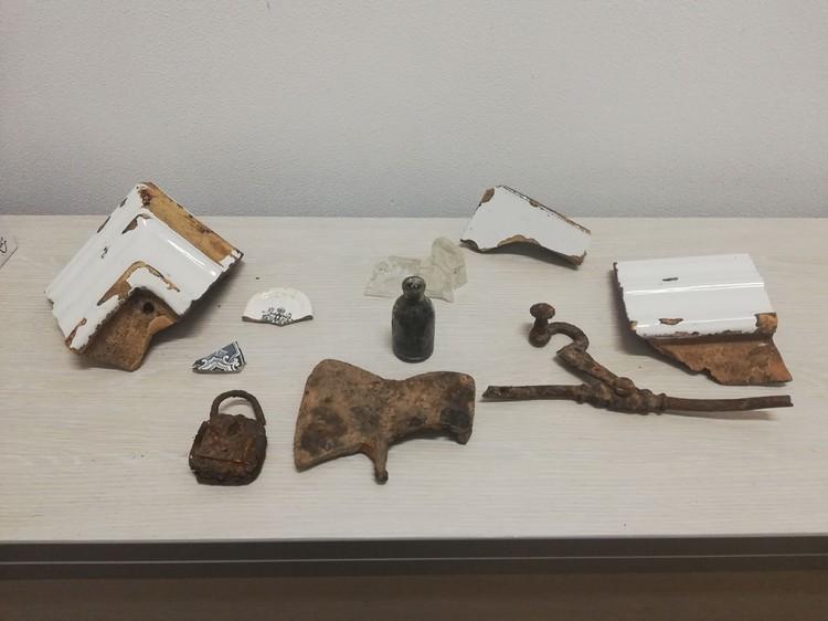 На земляных отвалах сотрудник музея нашел разнообразные предметы быта, которые могут стать экспонатами будущих выставок