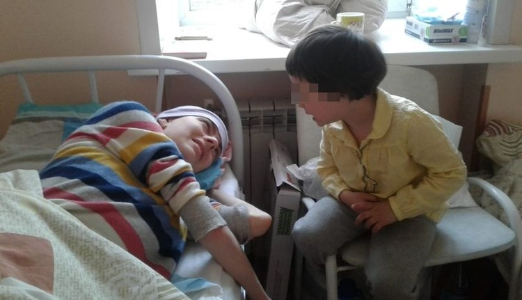 Девушка оставила детей дома, чтобы вернуться к ним здоровой. Фото: соцсети.