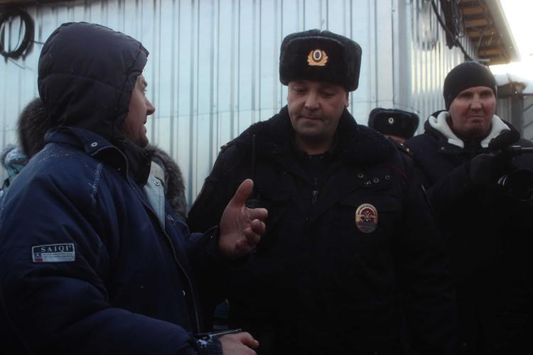 Полицейские сказали, что документы у сотрудников ЧОП проверят, но подальше от посторонних глаз