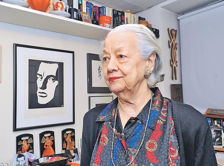 Дочь Маяковского Хелен Патрисия Томпсон умерла в апреле 2016 года, прожив 89 лет.