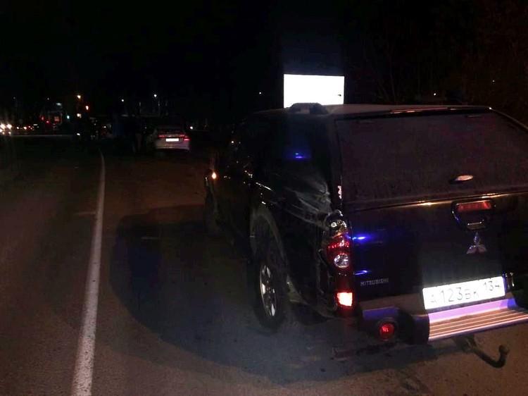 Водителя одной иномарки увезли с травмами в больницу.