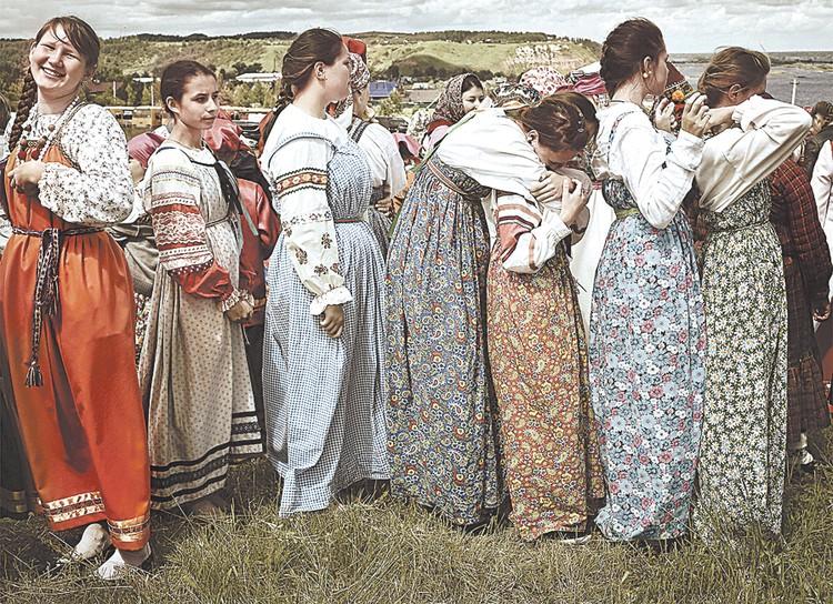 1-е место в номинации «Традиции большой страны» - кадр «Высокий берег». Владимир Ковычев. Ижевск.