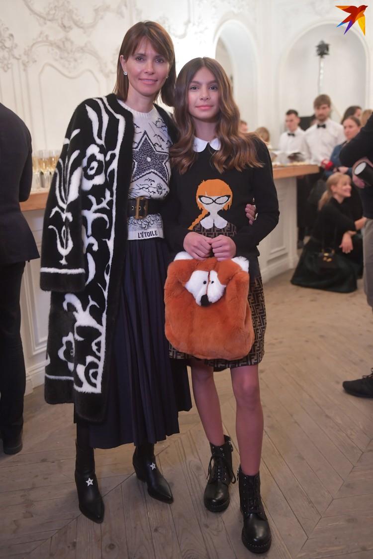 Начинающая звезда мировых подиумов модель Алиса Брострем с мамой Анной