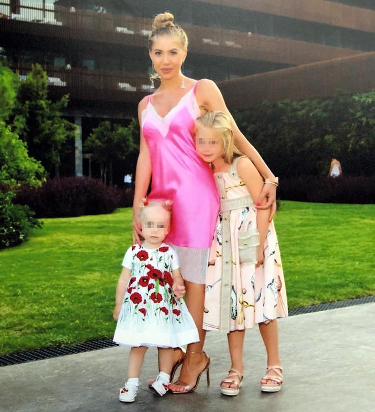 Алименты на двух дочерей пока составят 500 тысяч рублей в месяц