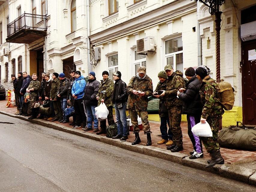 День отправки в лагерь Десна, возле пункта набора добровольцев в ПС. Фото: Личный архив героя публикации