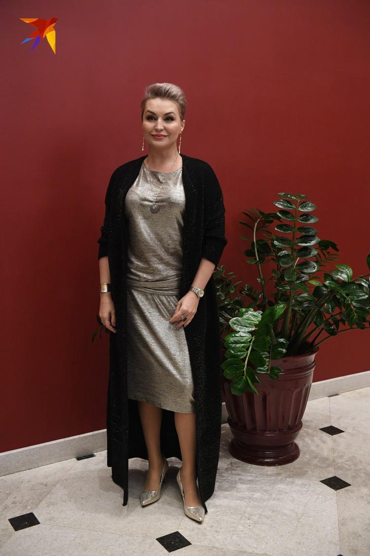 Катя Лель изменила привычному рокерскому стилю, отдав предпочтение классике