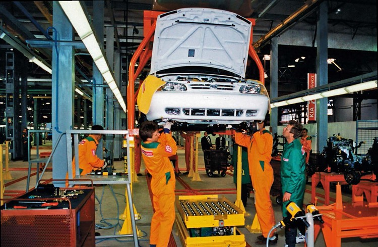 АВТОТОР начал свою работу с производства автомобилей KIA.