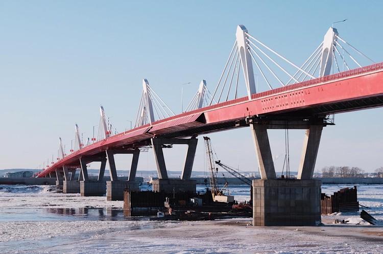 Новый мост возведен через реку Амур, который соединит Благовещенск и китайский город Хэйхэ.